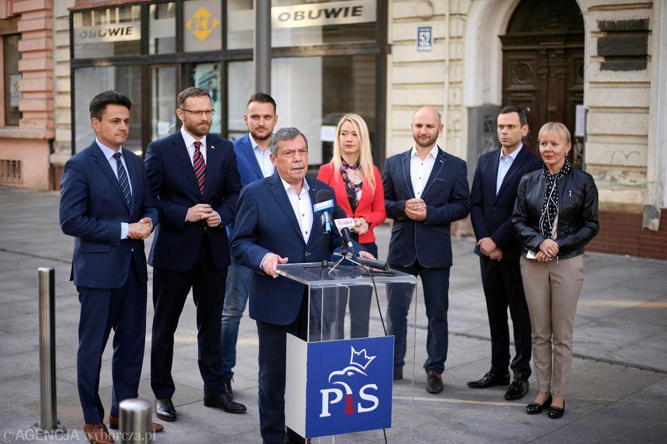 Bartłomiej Sochański i kandydaci PiS na radnych
