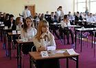 """Egzamin gimnazjalny 2016. """"Ludzie dziel� si� na bakterie, mchy i grzyby"""""""