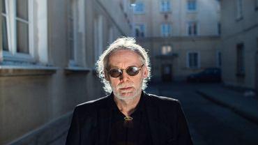 Lex Drewiński. Urodzony w 1951 roku, jeden z najlepszych plakacistów na świecie (uhonorowany ponad 130 nagrodami). Od 2 czerwca wystawę plakatów ''Lex is more'' można oglądać w Muzeum Karykatury w Warszawie