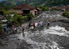 Stra�acy z Polski pomog� powodzianom w Bo�ni i Hercegowinie. Na miejscu ju� dzia�aj� polscy �o�nierze