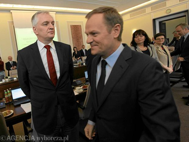 Jaros�aw Gowin i Donald Tusk podczas posiedzenia rz�du