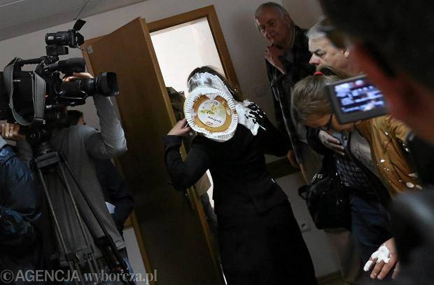 5.06.2013. S�dzia S�du Okr�gowego zaatakowana tortem w przerwie rozprawy