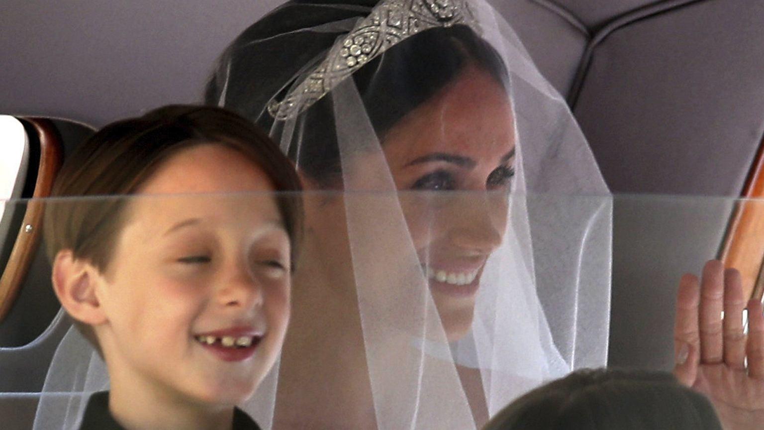 Już jest! Meghan Markle w przepięknej sukni ślubnej. Wiemy, kto ją zaprojektował