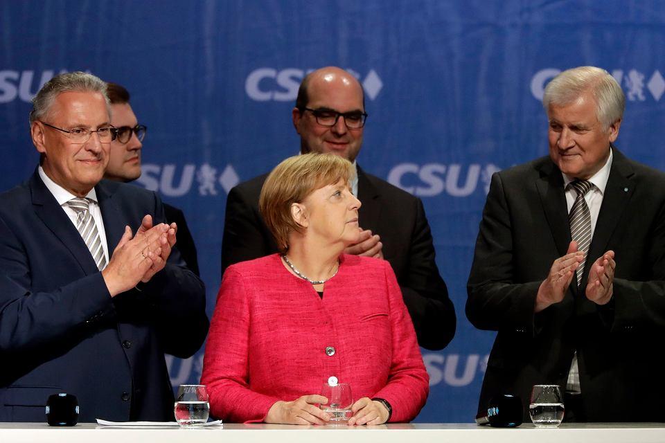 Angela Merkel i premier Bawarii Horst Seehofer (z prawej) po wiecu wyborczym w Monachium, 22 września 2017 r.