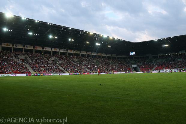 Wypadek podczas meczu w Tychach. 15-latek wspinał się po elewacji stadionu