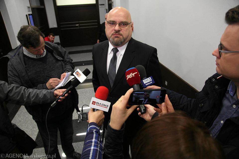Krzysztof Madej zerwał w szkole córki gazetkę szkolną i flagi Ukrainy. Zgodził się na publikację wizerunku