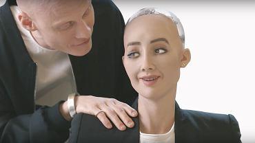 Robot Sophie z jednym ze swoich twórców.