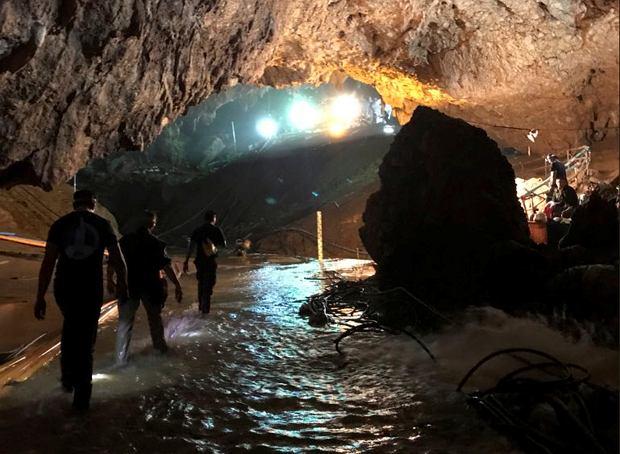 Zdjęcie numer 1 w galerii - Sukces akcji ratunkowej w Tajlandii wisiał na włosku. Tuż po niej doszło do poważnej awarii