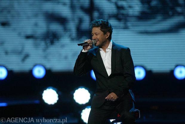 """Andrzej Piaseczny opublikował teledysk do piosenki """"Kalejdoskop szczęścia""""."""