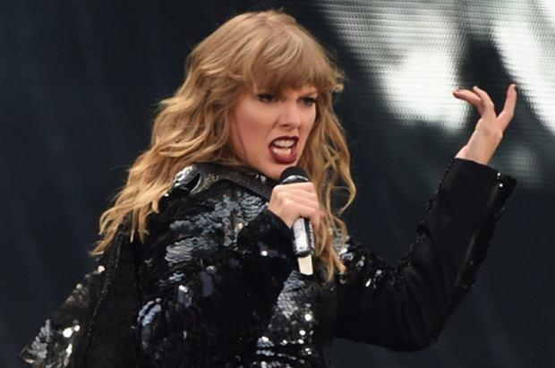 Na jednym z ostatnich koncertów Taylor Swift zaprezentowała się z wyraźnie zaokrąglonym brzuszkiem. Gwiazda spodziewa się dziecka?
