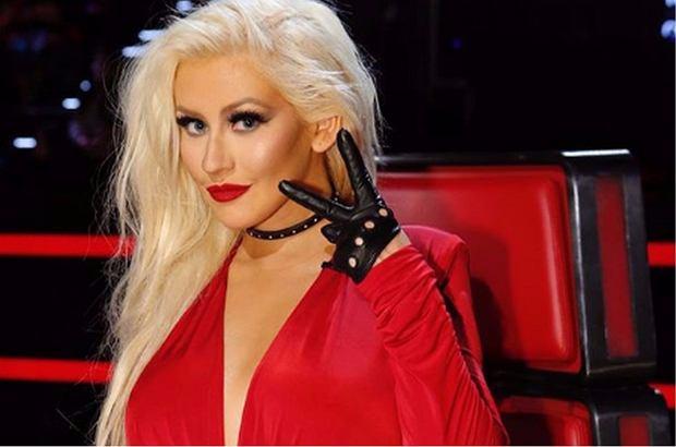 Christina Aguilera opublikowała w sieci kontrowersyjne zdjęcia. Wokalistka pozuje nago w wannie, a nowa sesja gwiazdy podbija internet.