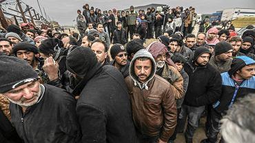 W ciągu dwóch ostatnich dni na granicę turecko-syryjską w Bab as-Salam (na zdjęciu) uciekło przed bombardowaniami ponad 35 tys. ludzi. ONZ  wieszczy katastrofę humanitarną