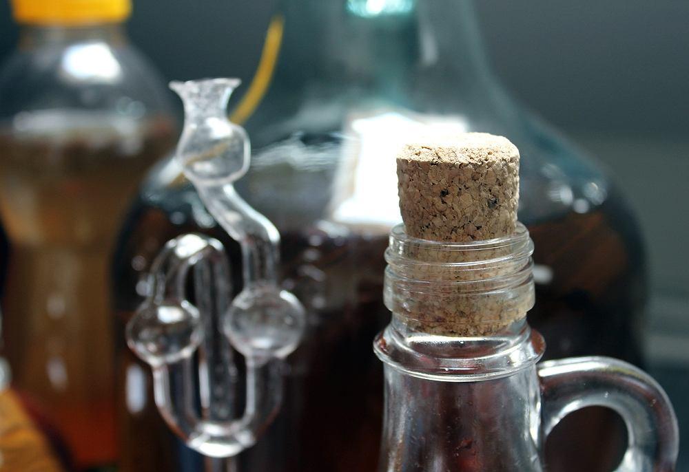 Wino z winogron to jeden z najczęściej przyrządzanych domowych trunków