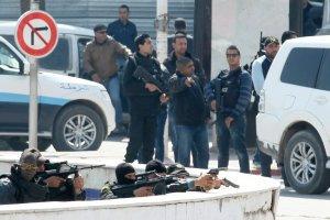 Zamach w Tunezji. Pa�stwo Islamskie przyzna�o si� do ataku na muzeum w Tunisie