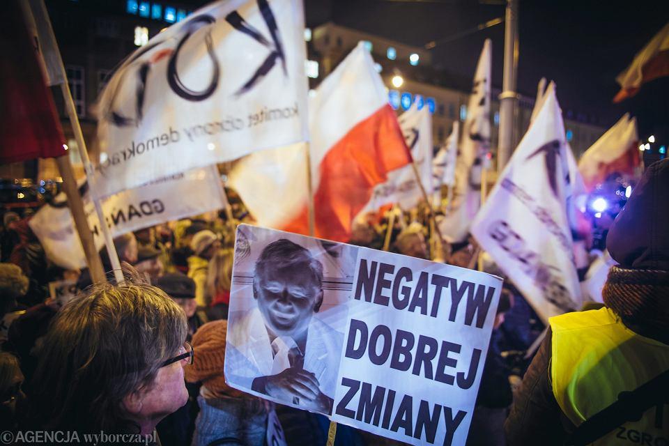 Manifestacja przeciw pisowskiej koncepcji likwidacji trójpodziału władzy. Gdańsk, 24 listopada 2017