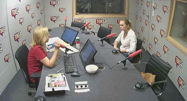 Dominika Wielowieyska i Barbara Nowacka w Poranku Radia TOK FM