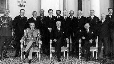Leon Janta-Połczyński )stoi czwarty z prawej) był ministrem rolnictwa w pięciu polskich rządach w okresie międzywojennym