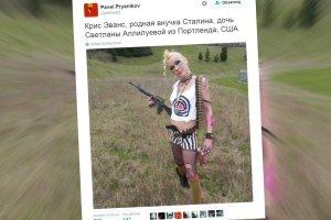 Tak wygląda wnuczka Józefa Stalina. Tatuaże, skąpe stroje i broń....