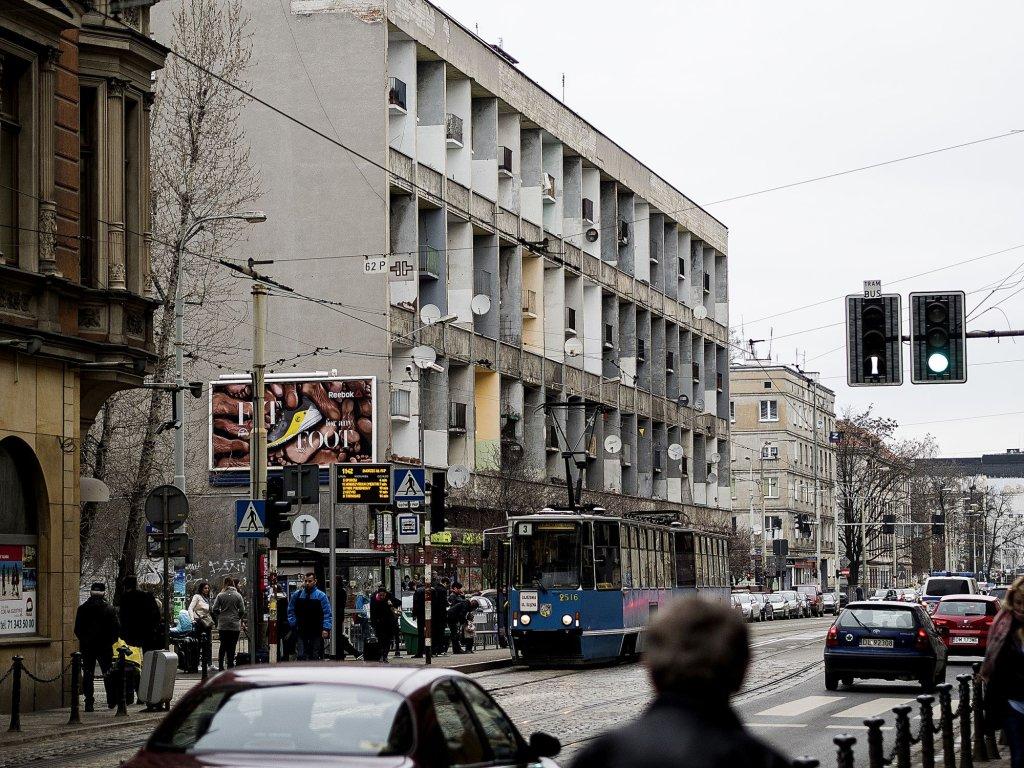Intencją architektów było stworzenie namiastki domu jednorodzinnego w samym sercu miasta (fot. Filip Springer)
