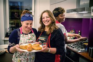 W gronie kobiet z Syrii, Czeczenii, Ukrainy, Polski, Konga i Rwandy realizujemy zamówienia kulinarne