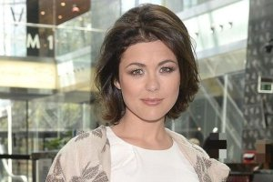 """Katarzyna Cichopek z now� fryzur�. W jej u�o�eniu """"pom�g�"""" te� troch� wiatr"""
