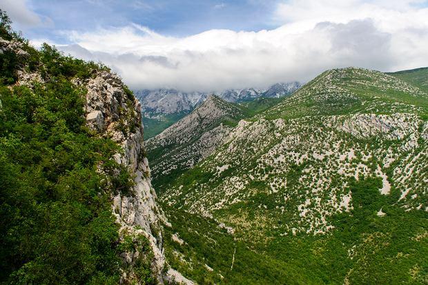 Chorwacja, Park Narodowy Paklenica. Park Narodowy Paklenica rozpościera się w południowo-wschodniej części pasma górskiego Velebit. Paklenica to bardzo popularne miejsce wspinaczkowe. Jest tu też wiele ciekawych szlaków.