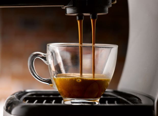 Jak parzyć kawę, żeby wydobyć z niej moc i aromat