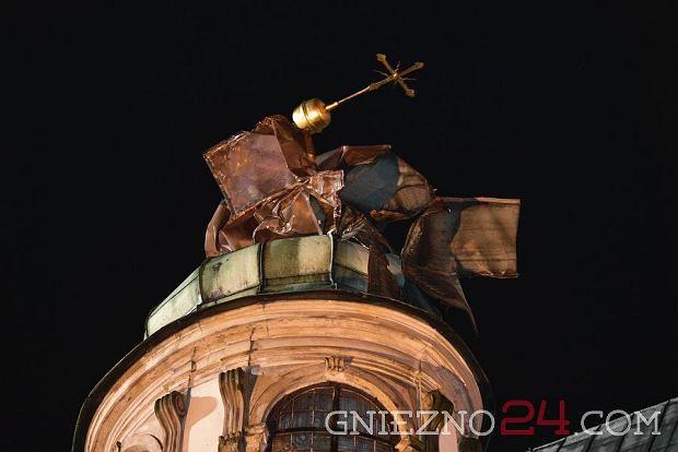 Zdjęcie numer 1 w galerii - W katedrę w Gnieźnie uderzył piorun, w środku trwał koncert. Zniszczenia są poważne