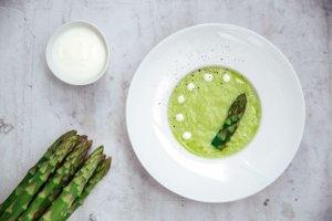 Jogurtowy chłodnik z zielonych szparagów