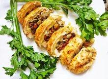 Rolada drobiowa nadziana grzybami i ziołowym camembertem - ugotuj