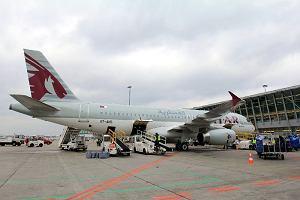 Airbus linii Qatar Airways zahaczył o rękaw na lotnisku Chopina. Start mocno opóźniony