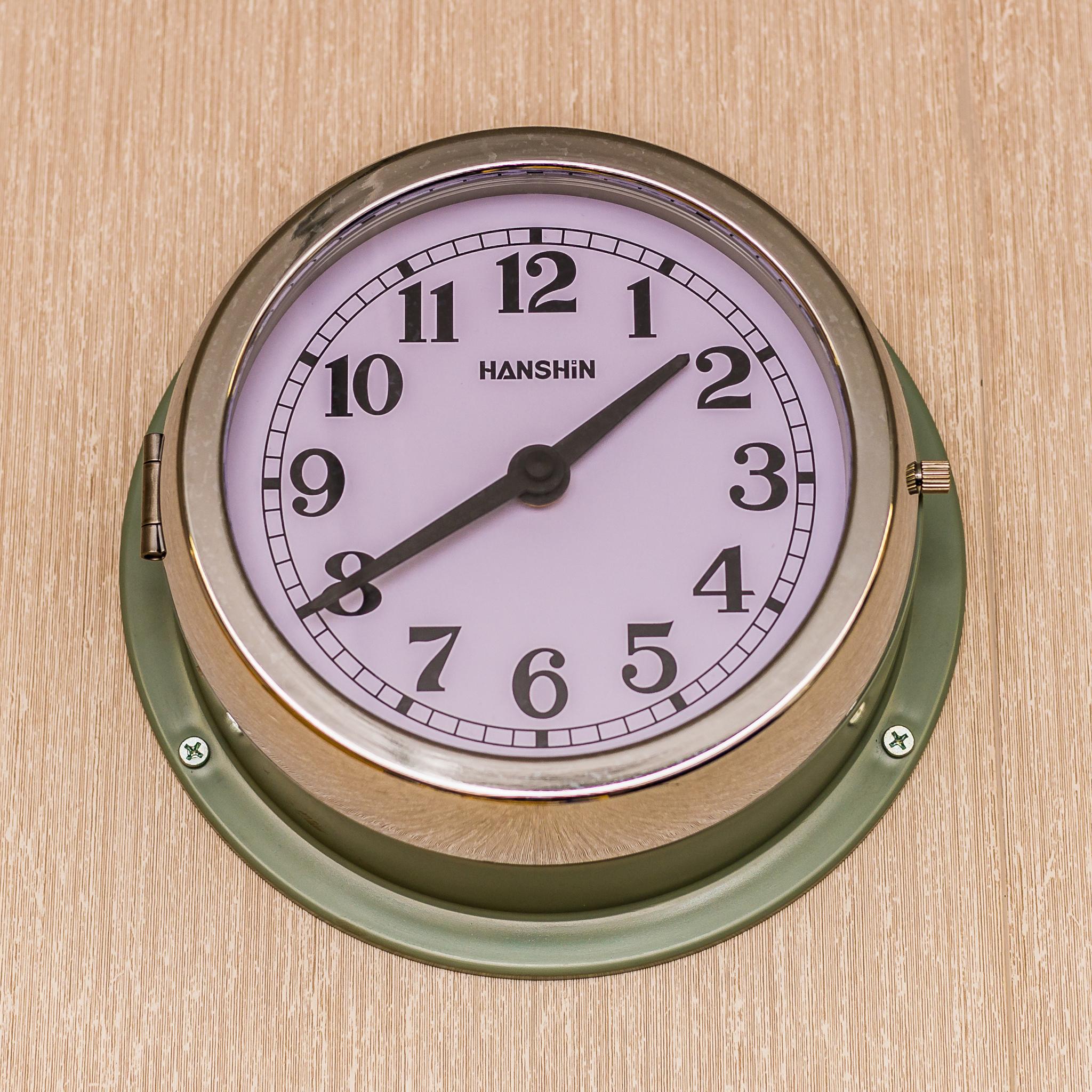 Detal kajuty. Zegary są obecne w niemal każdym pomieszczeniu na pokładzie (fot. Robert Urbaniak)