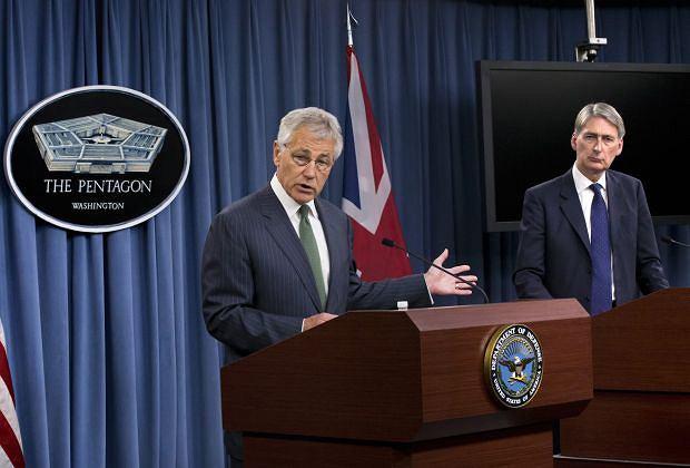 Sekretarz Obrony Chuck Hagel ze swoim brytyjskim odpowiednikiem Philipem Hammondem o Syrii