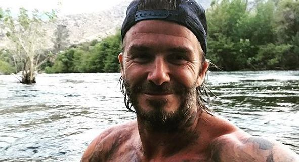 David Beckham to jeden z najprzystojniejszych byłych piłkarzy, ale nie zawsze tak wyglądał. Pamiętacie jego tlenione włosy?