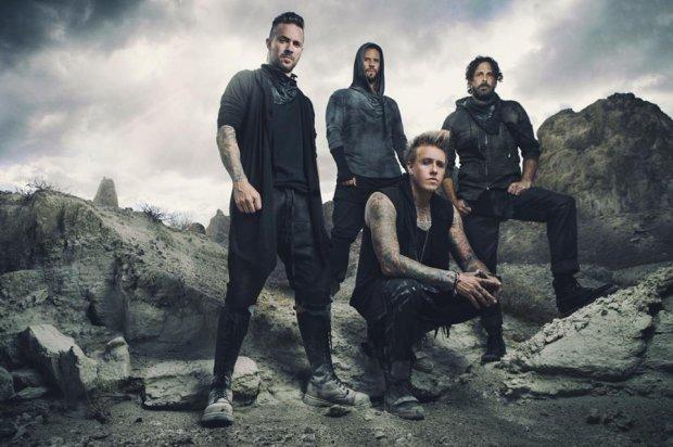 """Zespół Papa Roach opublikował kolejny utwór z nadchodzącej płyty """"F.E.A.R. (Face Everything And Rise)""""."""