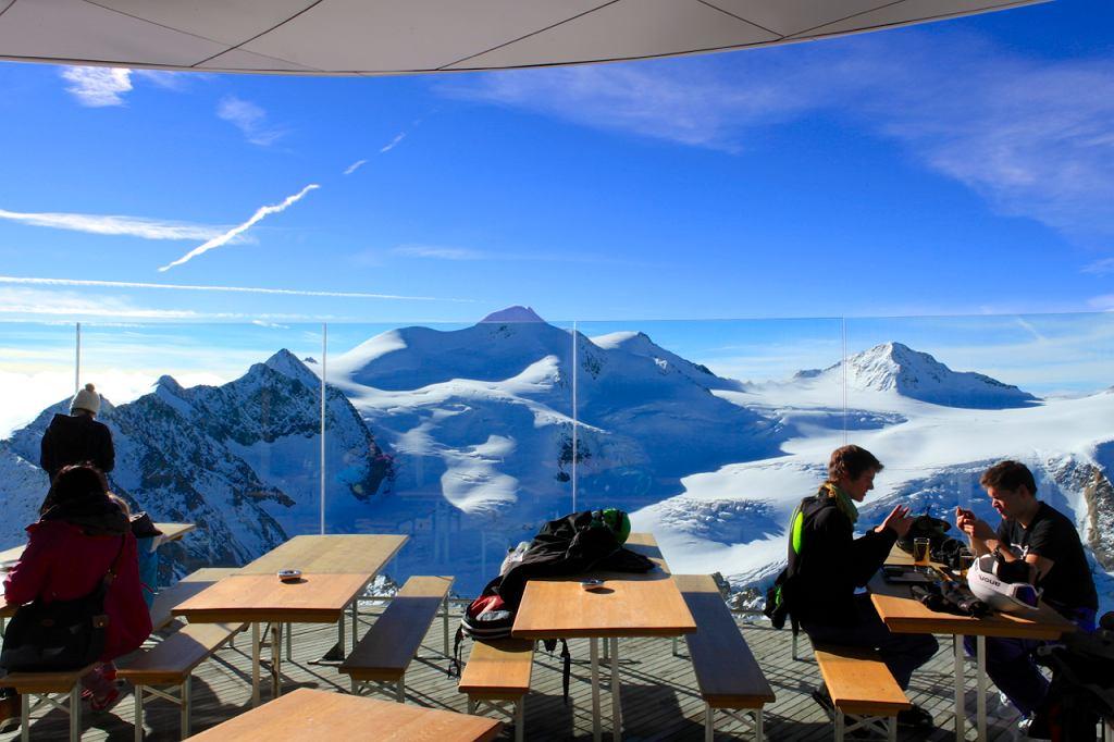 Pitztal, pierwsza połowa października 2013. Widok na Wildspitze z tarasu widokowego 3440