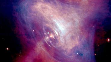 Podejrzewa się, że materia kwarkowa znajduje się we wnętrzu gwiazd neutronowych - takich jak pulsar w Mgławciy Kraba sfotografowany przez Kosmiczny Teleskop Hubble'a