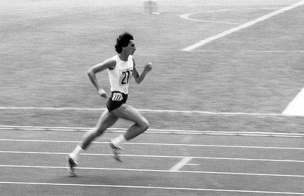 1976, Irena Szewińska podczas biegu na 400 metrów na Igrzyskach Olimpijskich w Montrealu.
