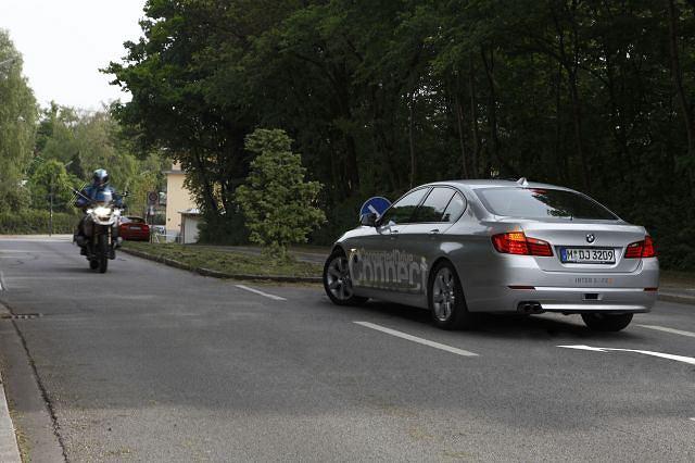 BMW pracuje nad elektronicznym asystentem skrętu w lewo