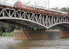 Skorodowany most średnicowy PKP. Od 29 czerwca kolejarze zamykają podmiejską część tej przeprawy na całe wakacje, żeby wymienić zużyte mostownice i podnieść prędkość pociągów