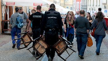 Ochroniarze podczas imprezy 'Festiwal Smaku'. Lublin, 3 września 2013