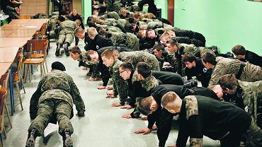 7 marca 2015 r. Nocny alarm podczas weekendowych ćwiczeń Strzelca w liceum w Kaliszu. Aktyw wyraża poparcie dla linii partii