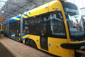 Kolejny nowoczesny tramwaj przyjechał z Pesy