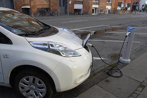 Auta Duńczyków tylko na prąd. Po 2030 roku zakaz sprzedaży nowych samochodów z silnikami na benzynę i ropę