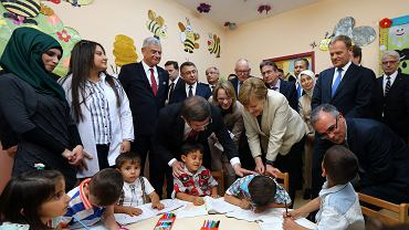 Kanclerz Merkel i Donald Tusk odwiedzili obóz uchodźców z Syrii