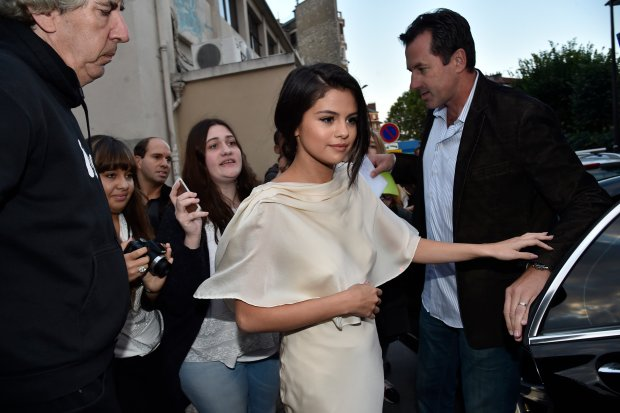 Selena Gomez leaves the Ferber's photo studio in Paris. 26/09/2015. Paris, France.  Selena Gomez