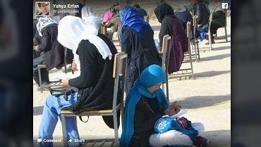 Pisała egzamin, gdy jej dziecko zaczęło płakać
