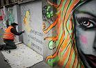 OFF Piotrkowska. �ódzcy arty�ci namalowali mural anty-GMO [DU�O ZDJ��]