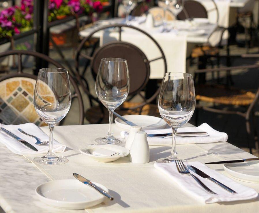 Kuchnia rosyjska. restauracja w Petersburgu / Shutterstock