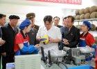 Kim Dzong Un znowu wizytuje miejsca. A z nim ludzie z notesikami